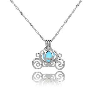 🆕🎁 Cinderella's Carriage Necklace